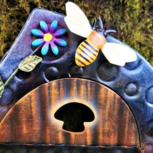bee opening fairy door