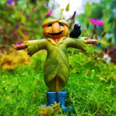 miniature scarecrow for garden
