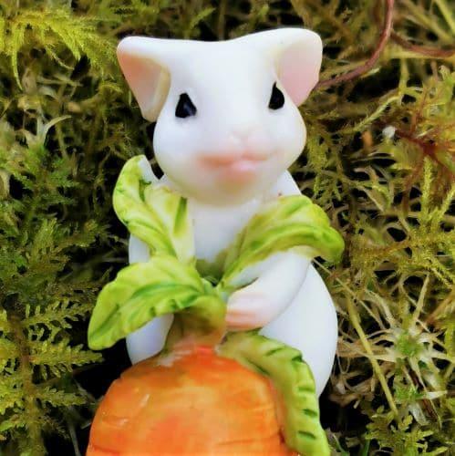 rabbit garden figurine